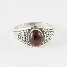 Zinna Oval Garnet Ring